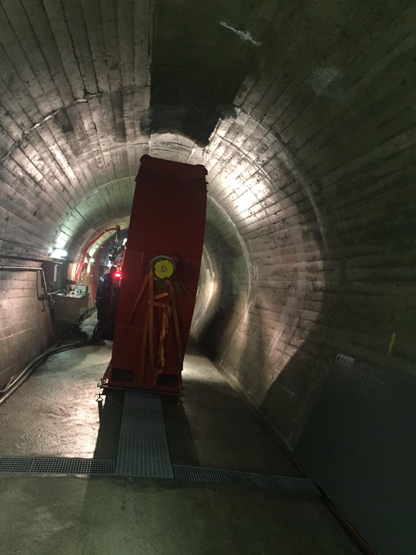 Adams Schweiz AG, Drosselklappe aus Stollen transportieren und verladen