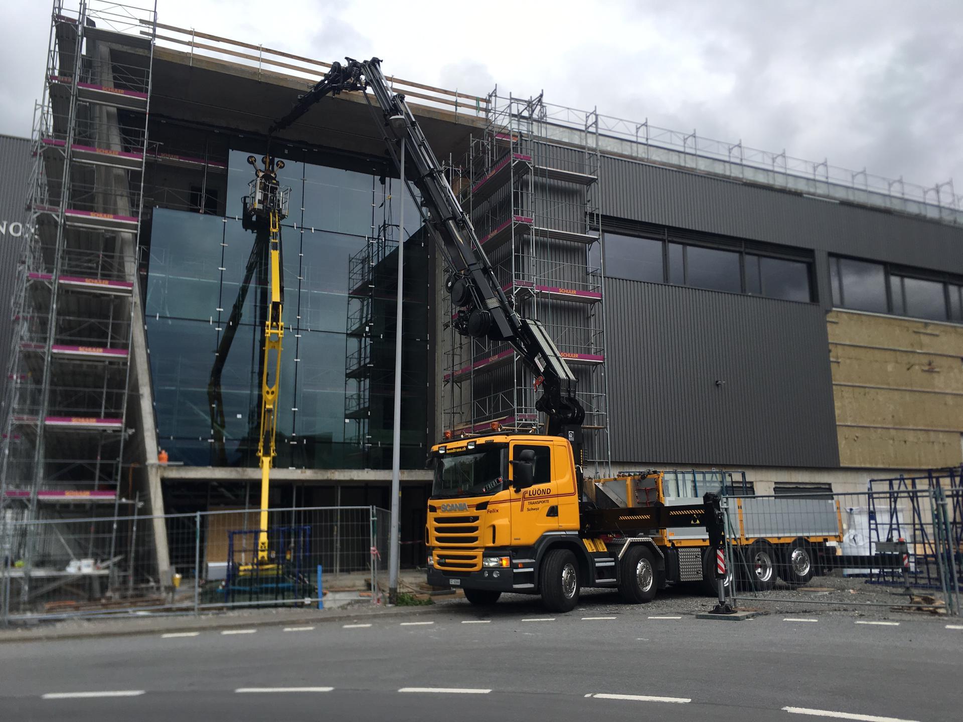 Bühler Urs Glasmontagen, Neubau Victorinox DC Seewen