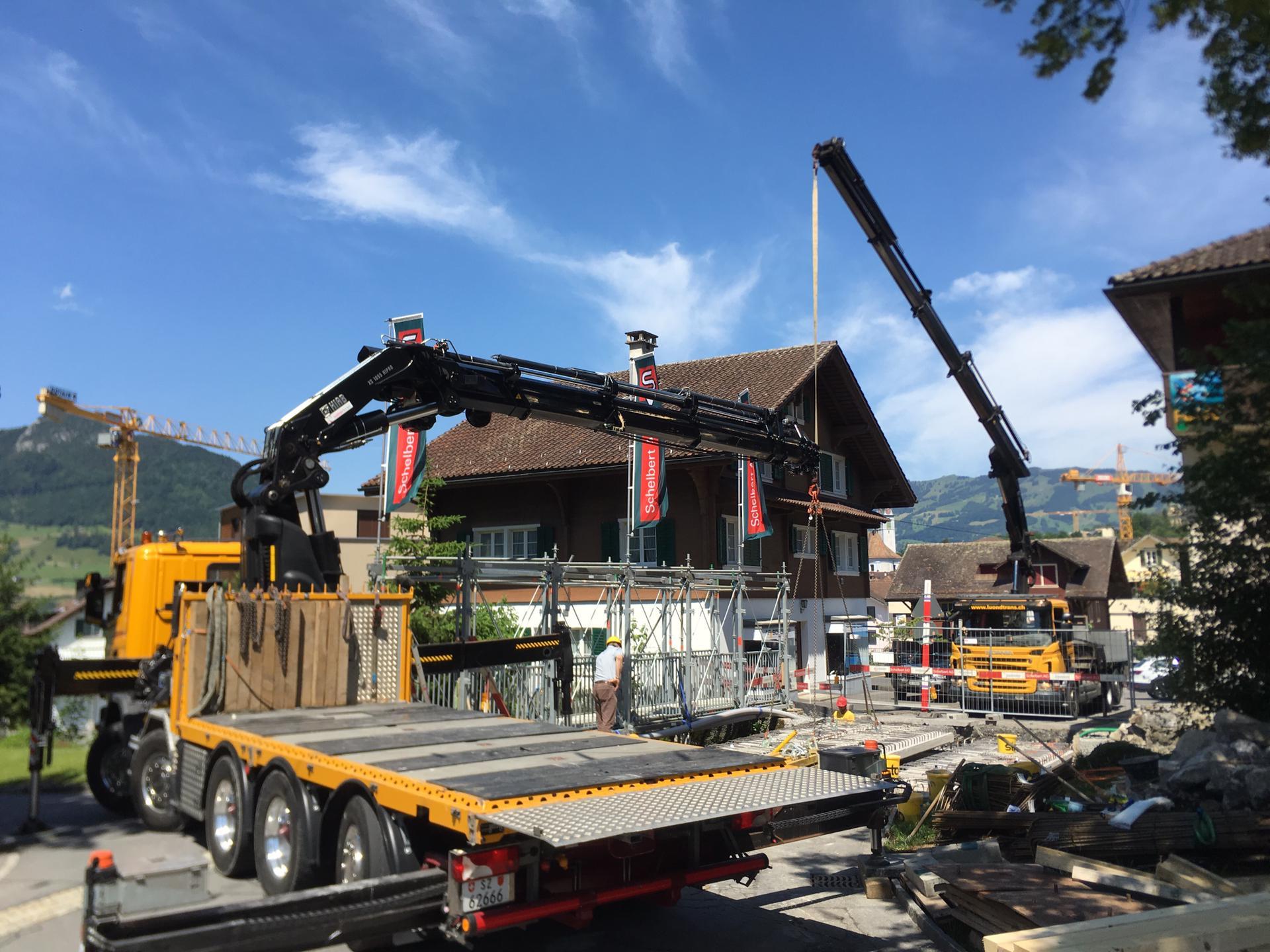 Schelbert AG, neue Tobelbachbrücke einsetzen